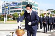전라남도의회, 김대중 전 대통령 서거 12주기 맞아 동상 참배